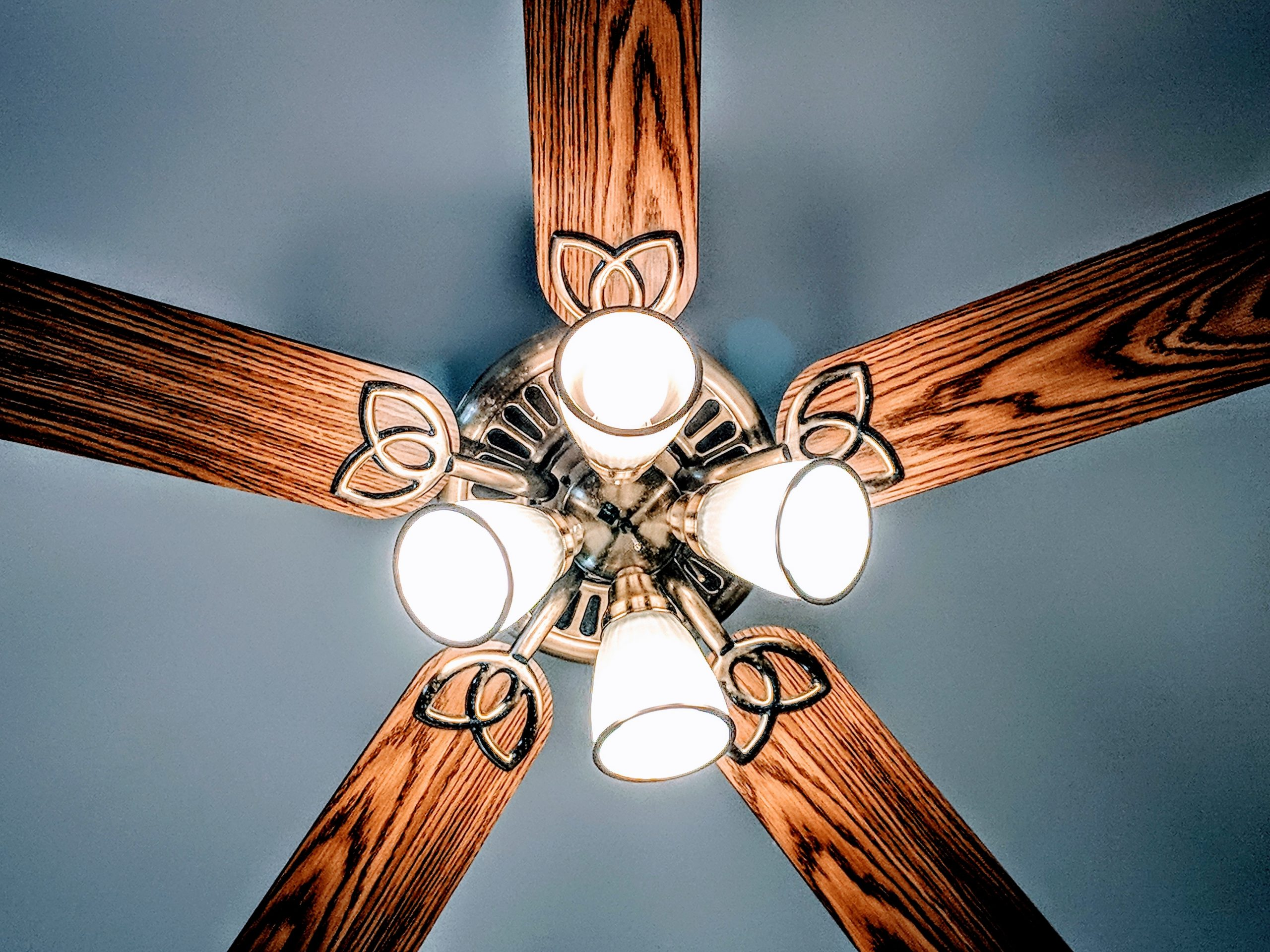 How to Easily Clean Ceiling Fans